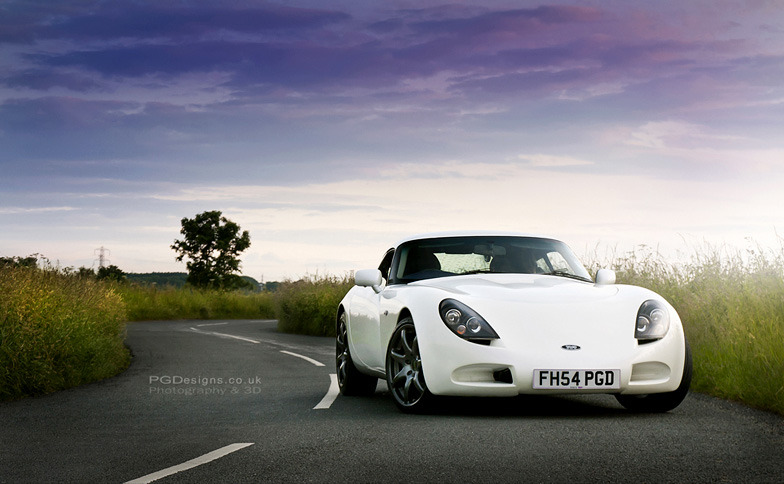 Automotive-TVR-T350-country-road